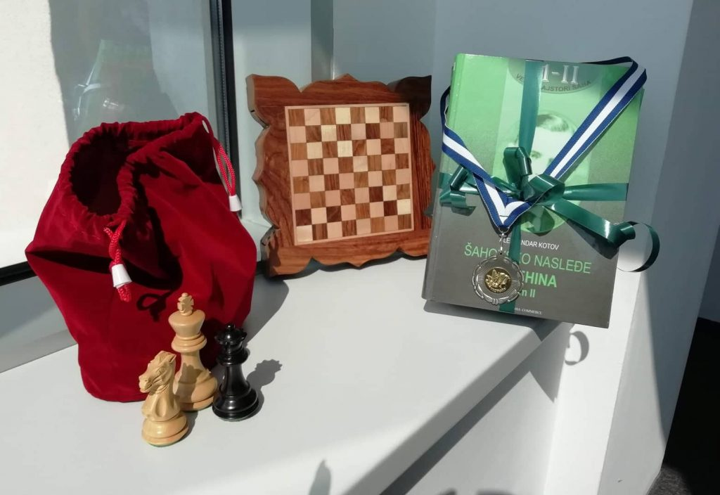 chessboard, chess figures, chess book